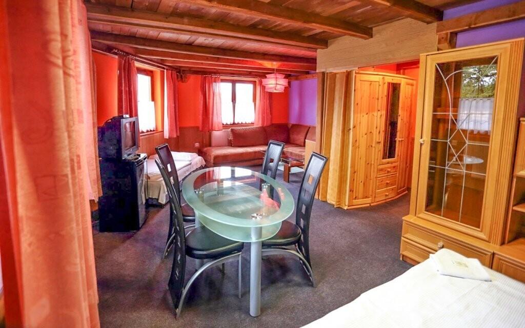 Pokoje mají možnost přistýlky a vlastní sociální zařízení