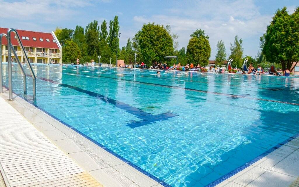 Termálne kúpele Brigetio, vonkajšie bazény, Komárom Maďarsko