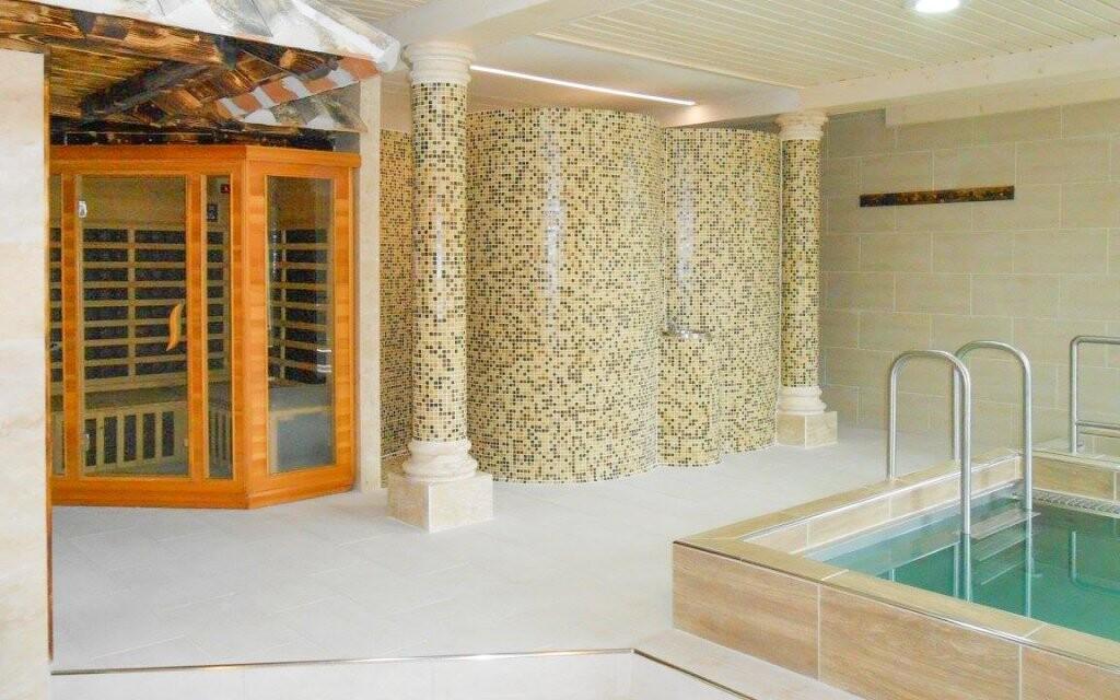 Relaxujte v saune s ochladzovacím bazénikom