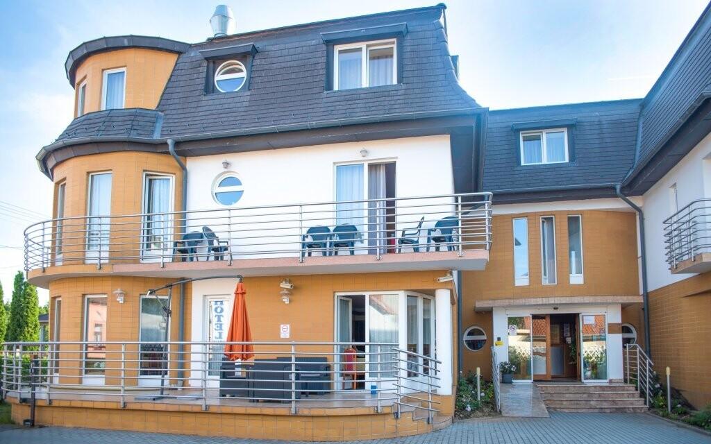 Hotel Aqua *** stojí v Sárváru blízko lázní