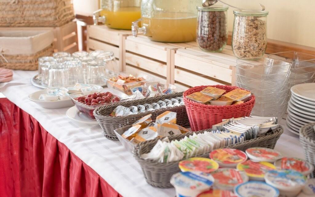 Raňajky sa podávajú formou bufetu