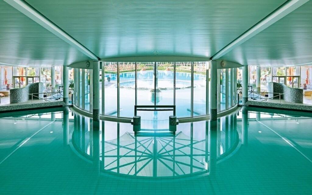 Zájdite do neďalekých termálnych kúpeľov Laa an der Thaya