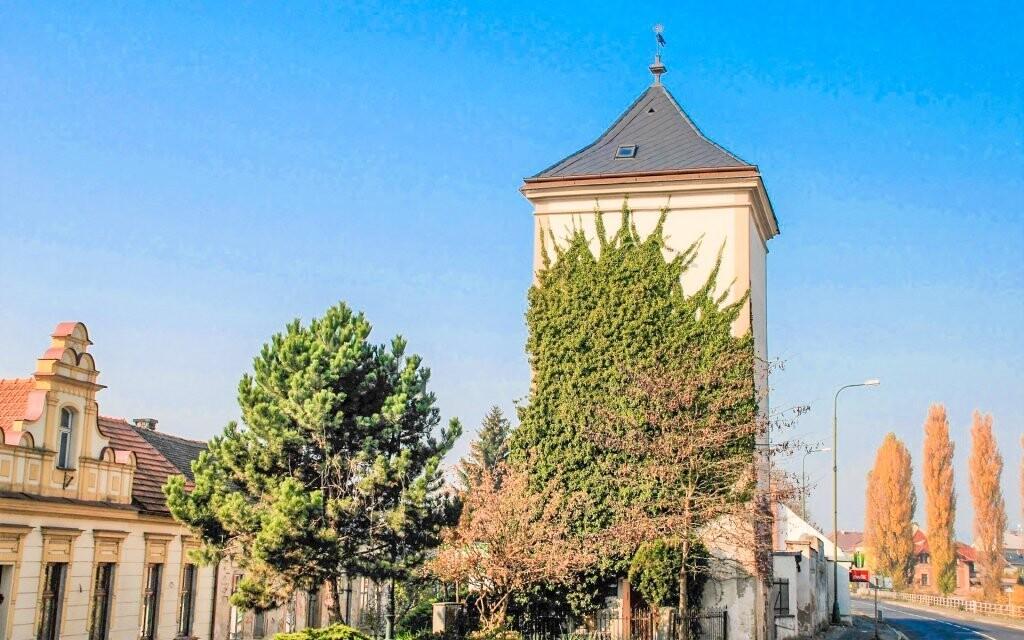 Věž je jednou z nejznámějších památek v Jičíně