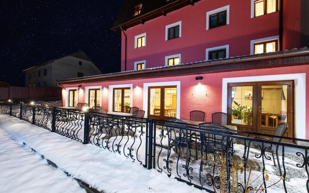 Šport hotel Dolní Morava *** stojí na rozhraní dvoch pohorí