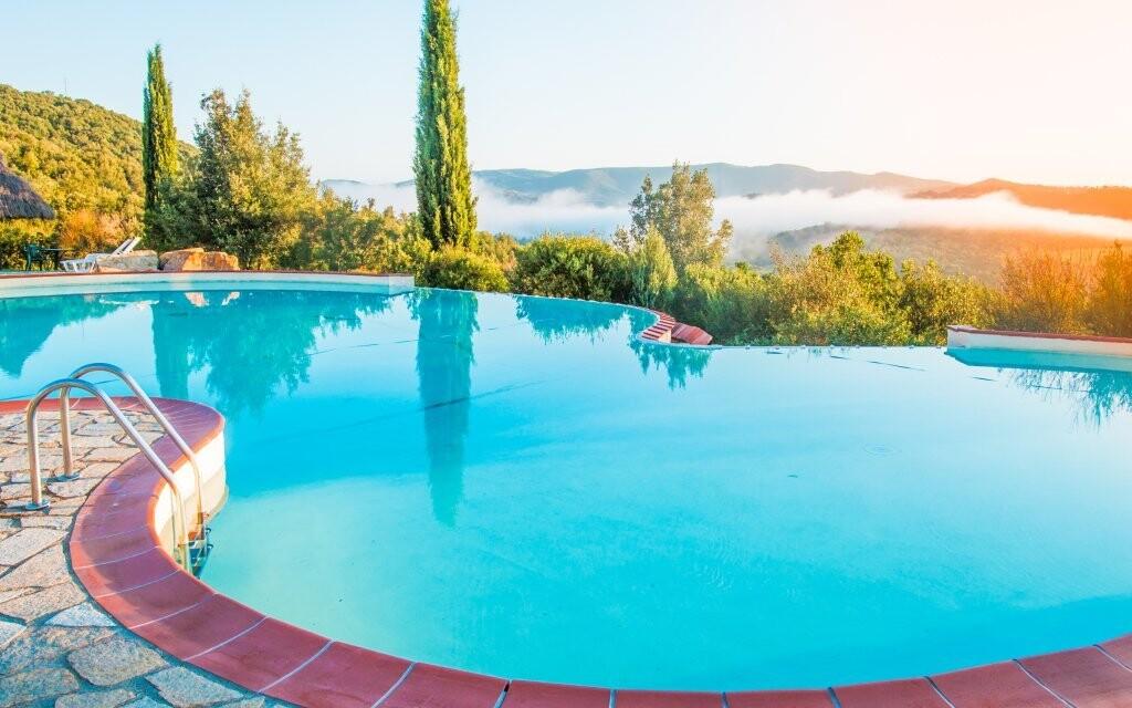 Vila má i svůj bazén ve kterém můžete relaxovat
