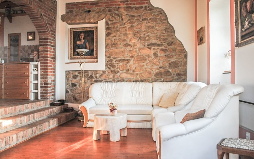 V chalupě je také obývací pokoj...