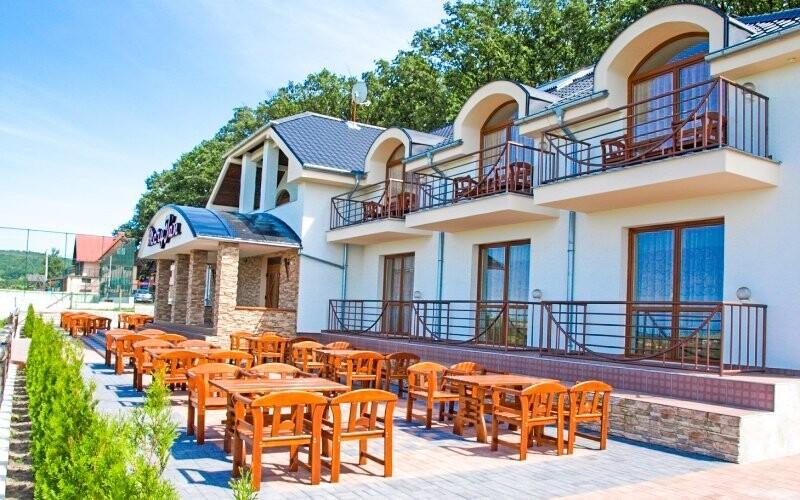 Penzion se nachází pouhých 400 m od termálního koupaliště