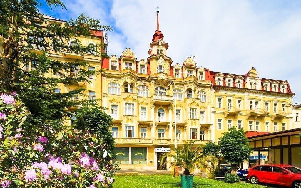 Hotel Pramen leží kousek od kolonády