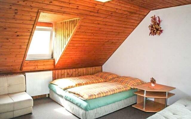 Pokoje v penzionu jsou pohodlně zařízeny