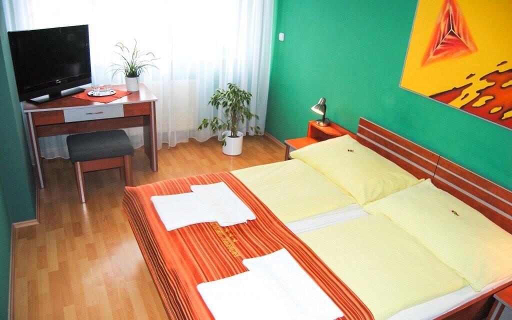 Pokoje jsou vybavené vším potřebným