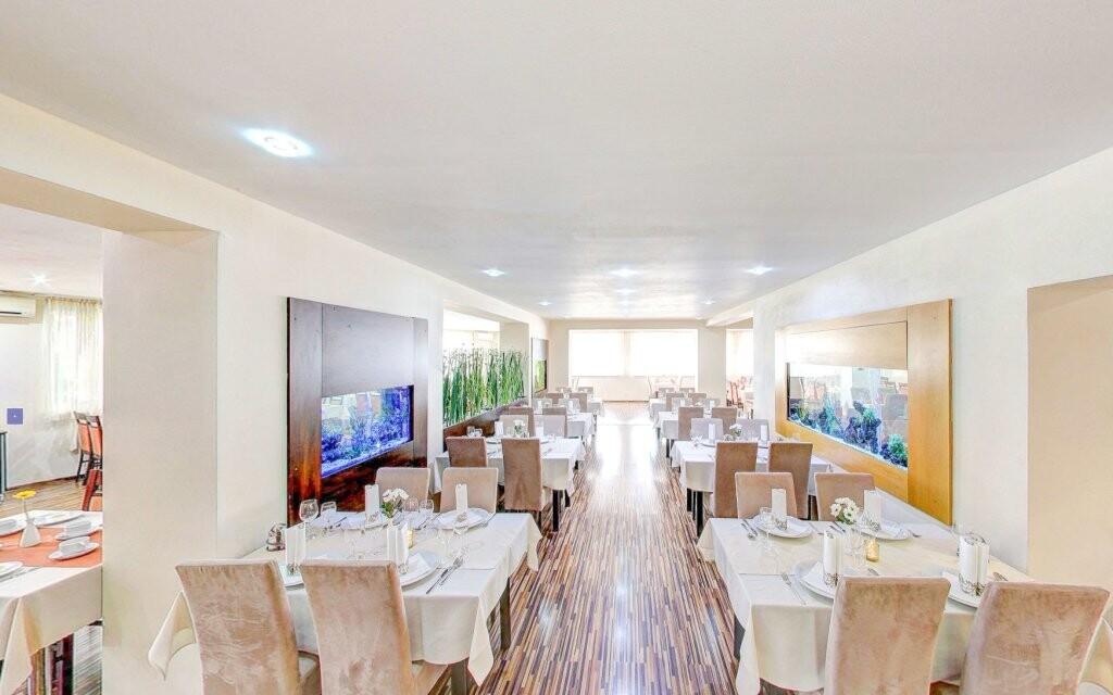 Stravovat se budete v elegantní restauraci