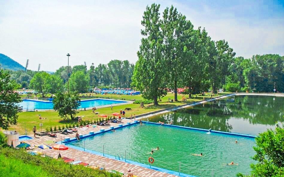 Bazén s vodními atrakcemi pro malé i velké