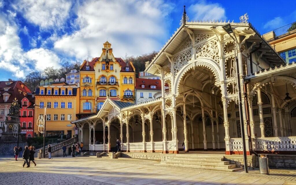 Karlovy Vary kúpeľná promenáda blízko Hotela Palacký ****