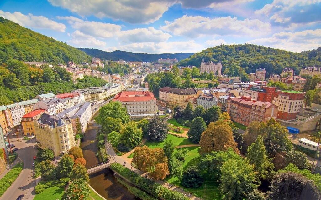 Panoráma Karlových Varov, kúpeľné mesto