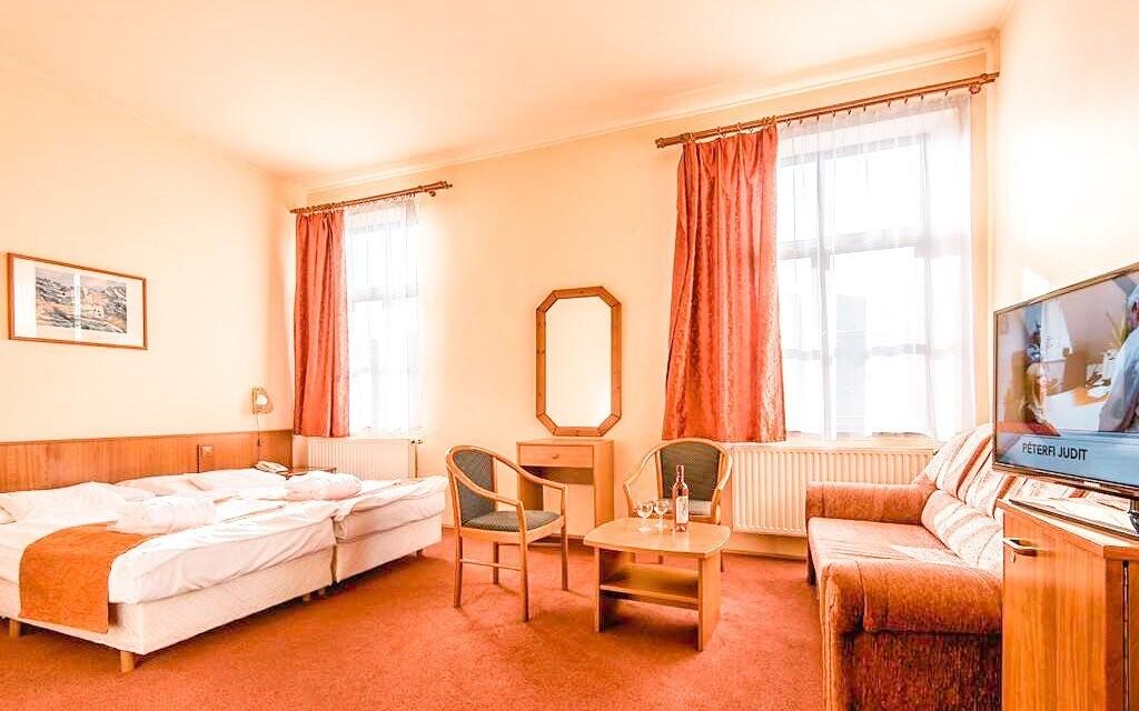 Ubytováni budete ve stylových pokojích se vším potřebným