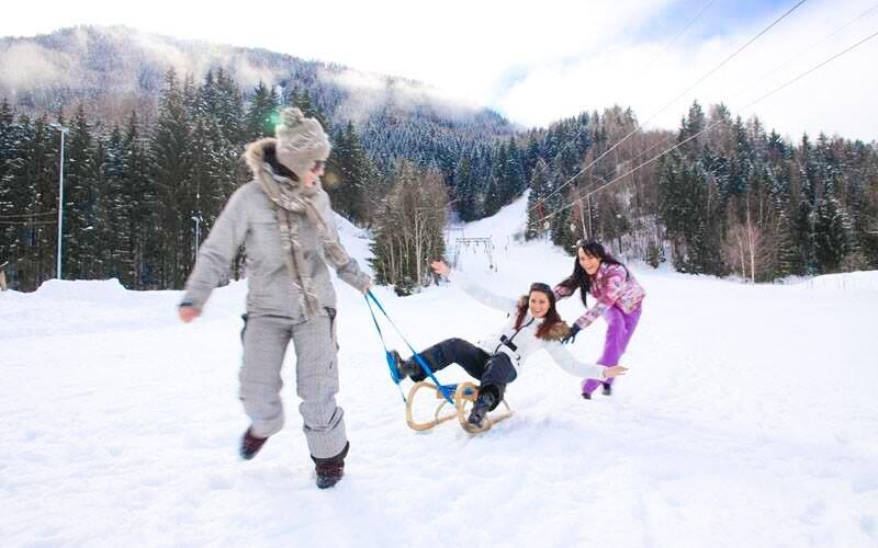 Tešte sa na rad zimných aktivít - sánkovanie, korčuľovanie