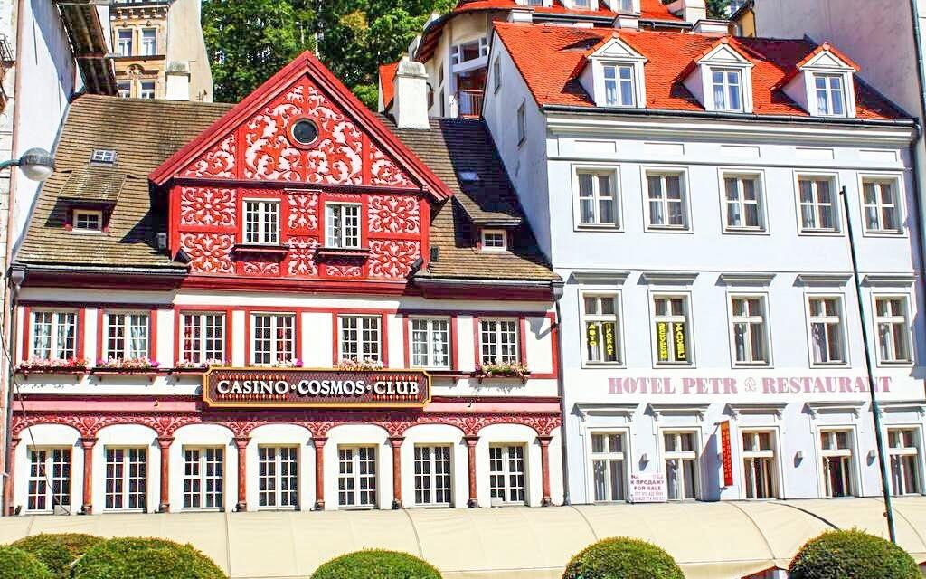 Hotel Petr *** najdete v centru Karlových Varů