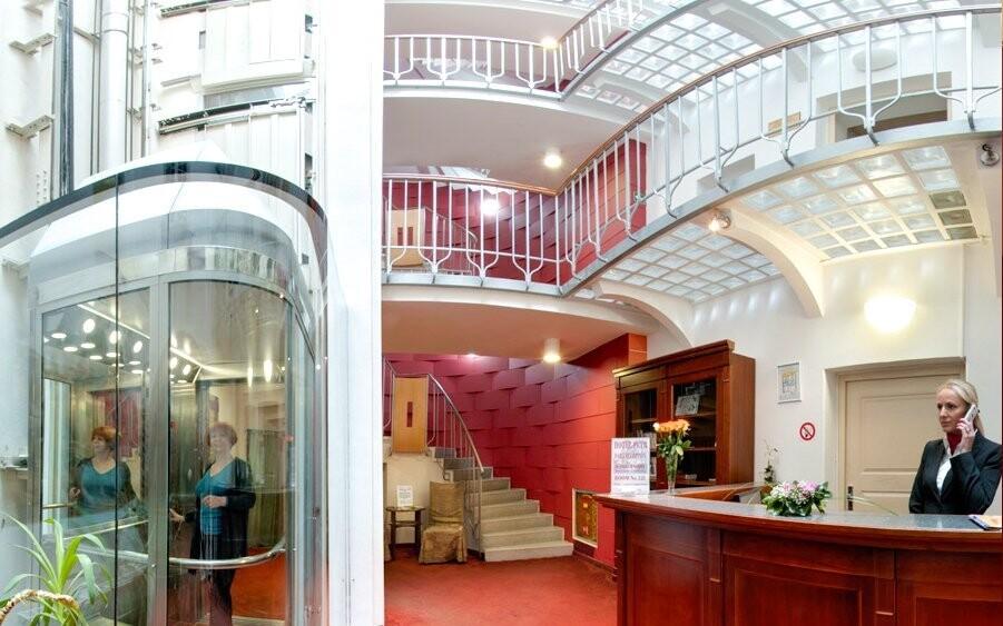 Interiér propojuje moderní s historickým