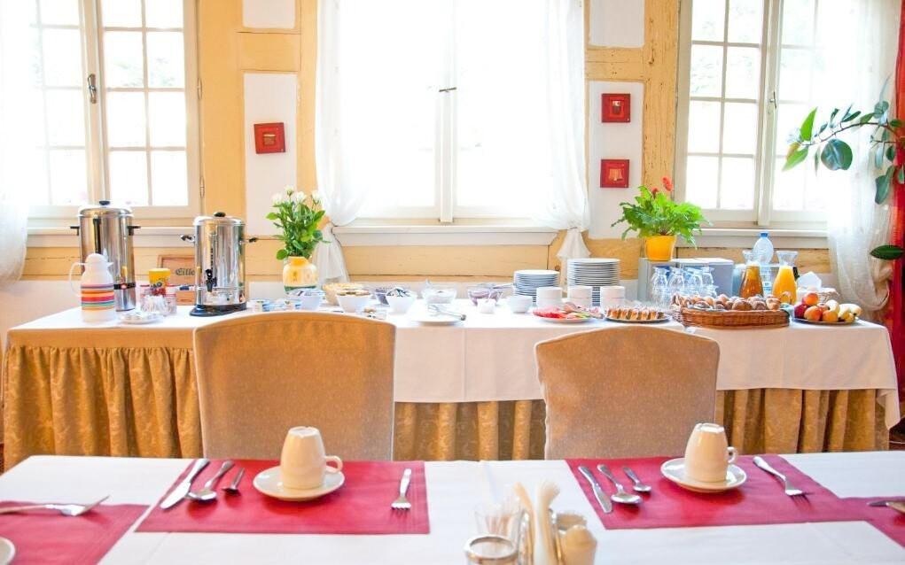 Ráno vás čekají snídaně formou švédského stolu