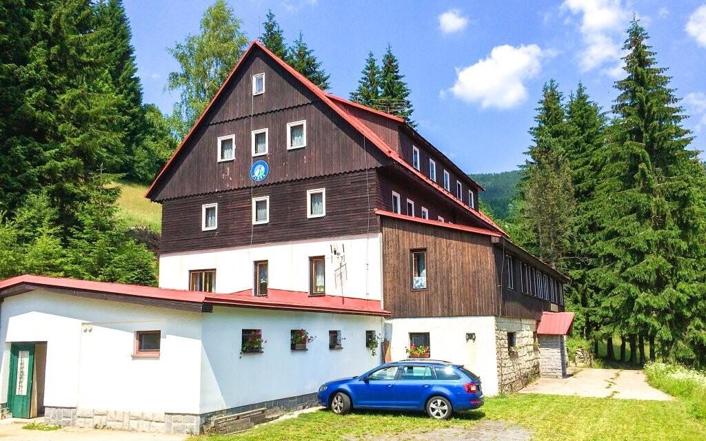 Horský hotel Flora sa nachádza v srdci Krkonôš