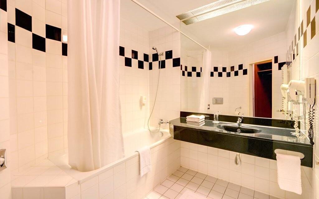 K pokojům patří i hezké koupelny