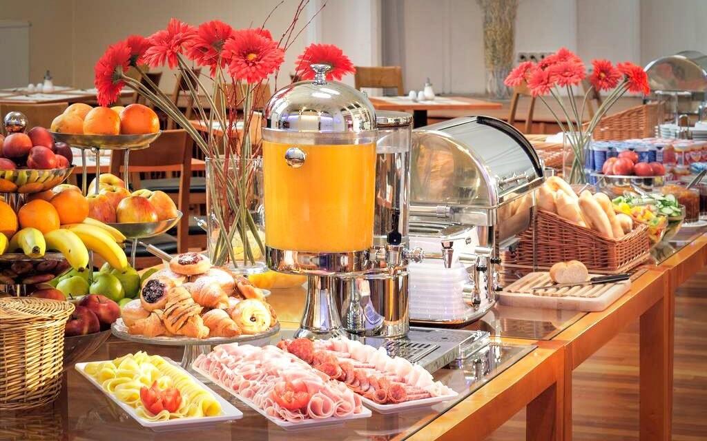 Na snídani si pochutnáte v nádherném sále