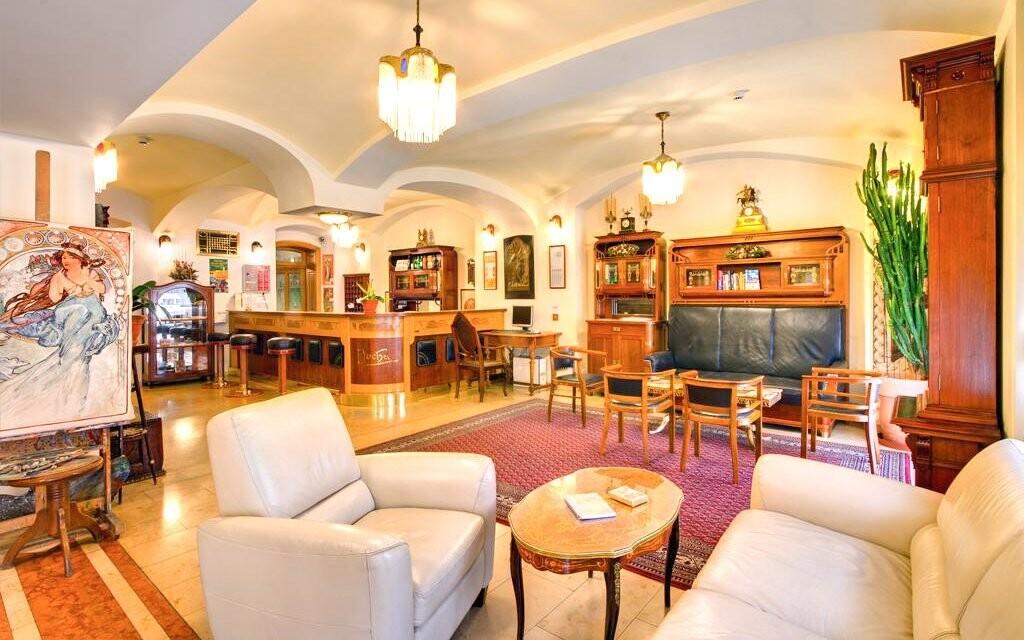 Interiéry jsou laděné v historickém stylu