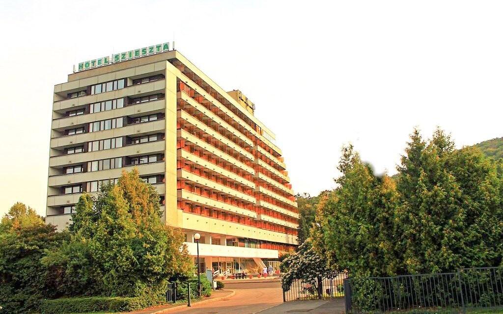 Hotel Szieszta leží jen 15 minut od centra Šoproně