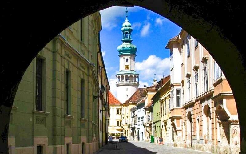 Památky města Šoproň si prohlédnete s průvodcem