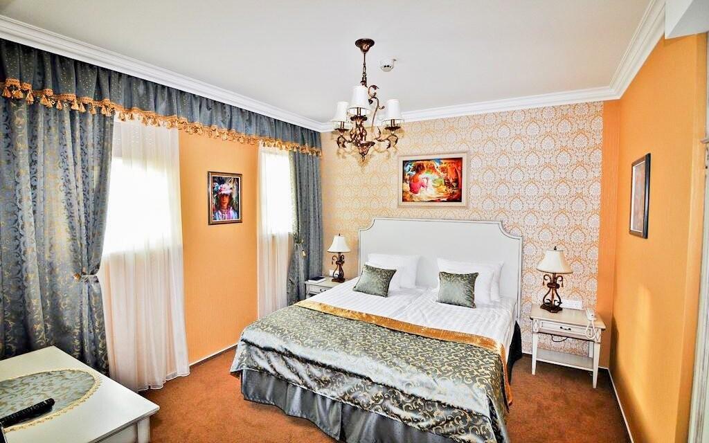 Pokoje jsou zařízeny stylově a přepychově