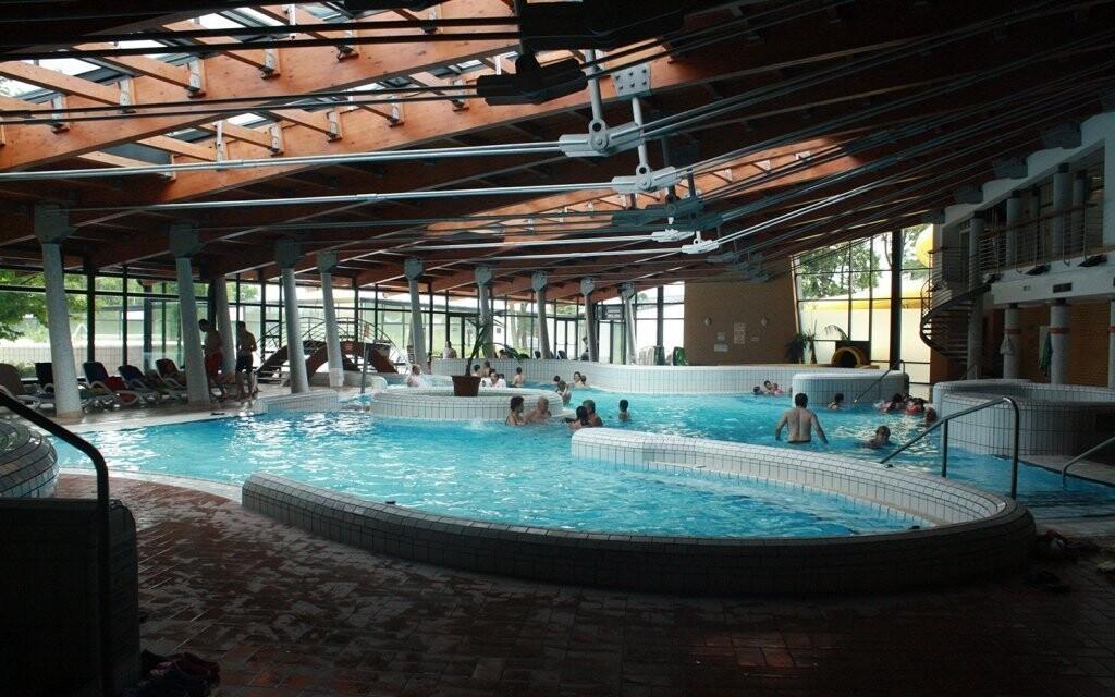 Lázně Várkert nabízí i vnitřní bazény a atrakce