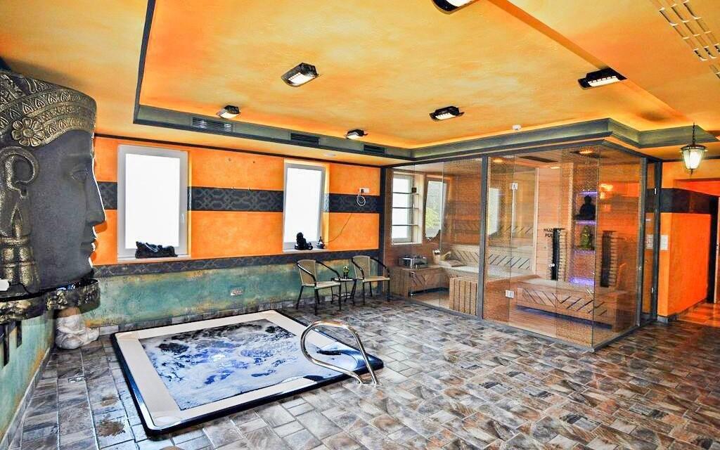 Vstup do vířivky i sauny máte v ceně