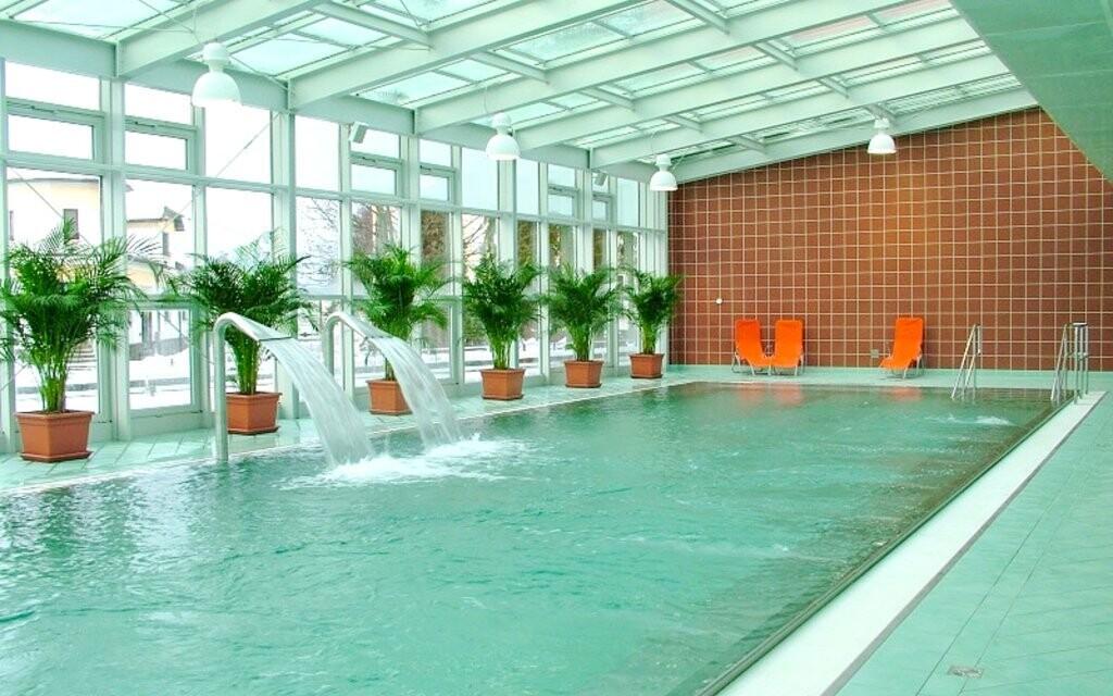 Zdejší bazény jsou postavené na minerálních pramenech