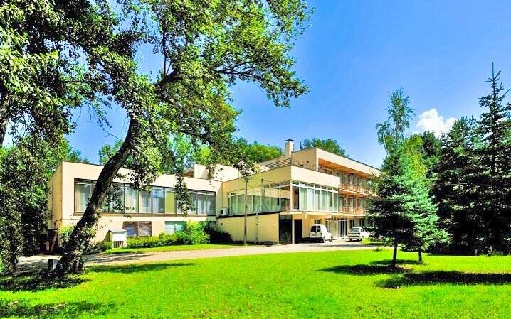 Hotely stojí v klidné části Piešťan