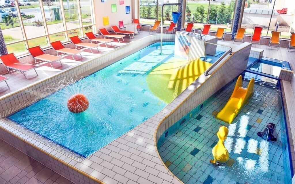 Mezi bazény je i dětský nebo termální