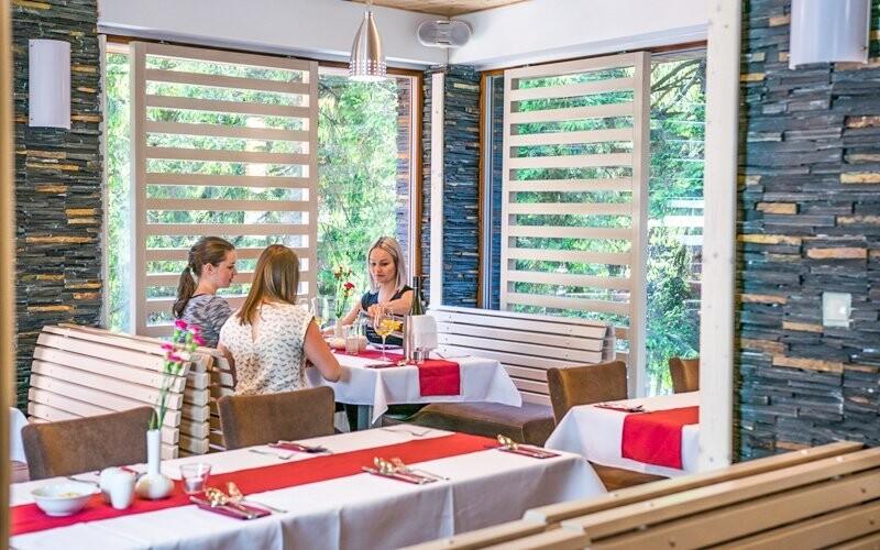V restauraci si pochutnáte na místních dobrotách