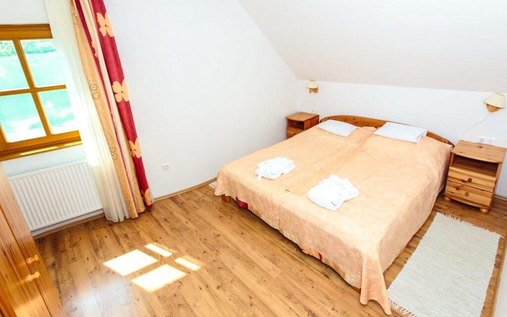 Pokoje jsou prostorné a komfortní