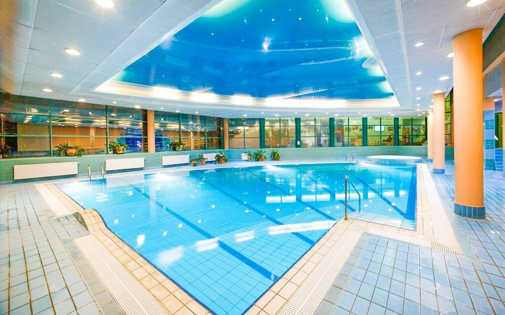 Využívat můžete bazén i vířivku