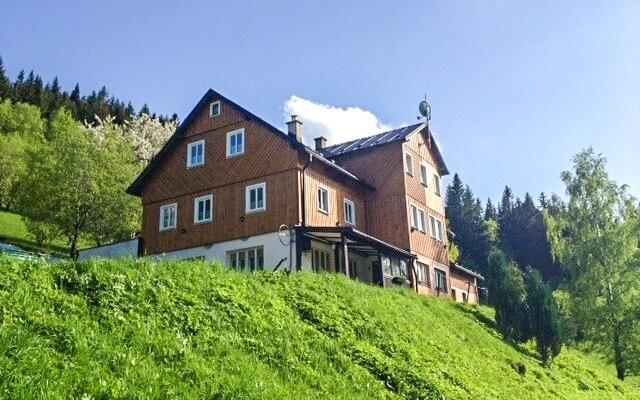 Horská chata Orlík *** stojí v Peci pod Sněžkou
