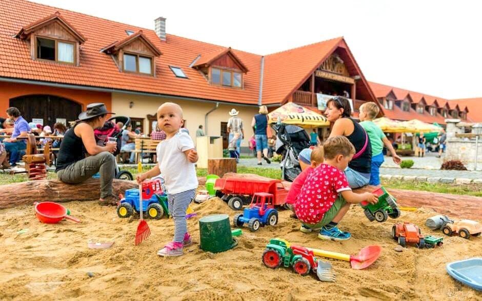 Děti si užijí pískoviště i zdejší kulturní akce