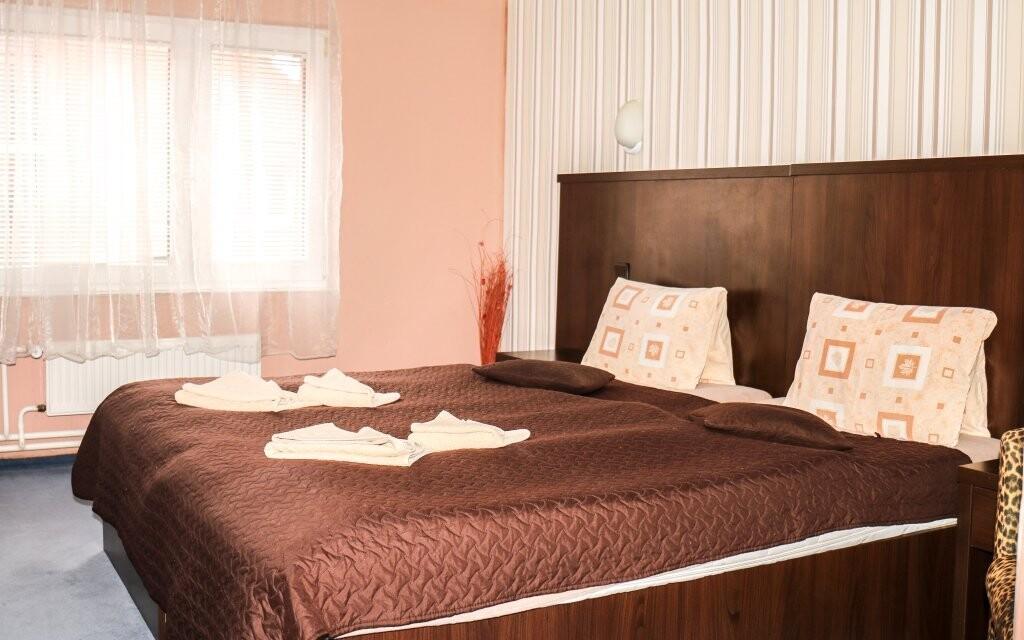 Máte možnost vybrat si i pokoj v původní části hotelu