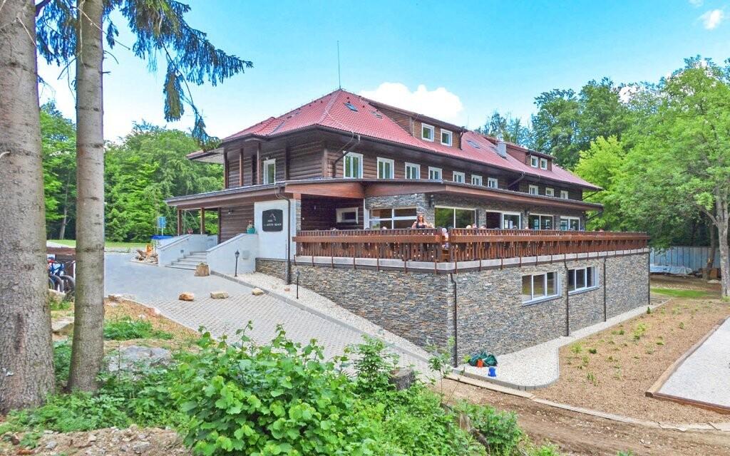 Chata pod Ostrým vrchom se nachází v krásném prostředí