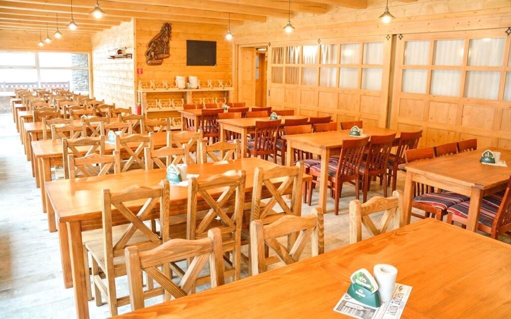 Dřevěné interiéry dotváří atmosféru