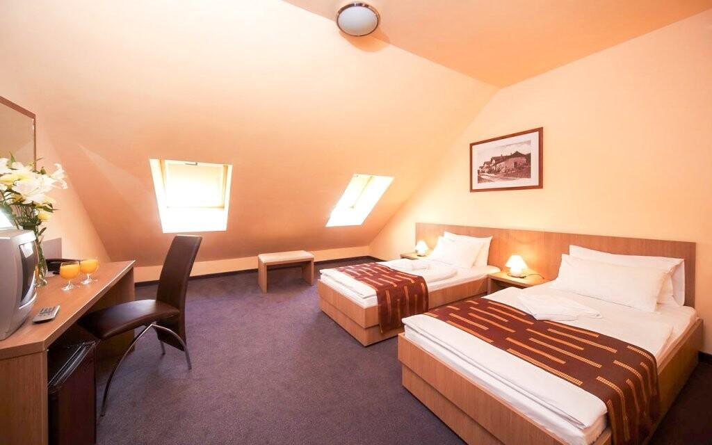 Ubytujte se v Hotelu Queen Elizabeth *** nedaleko Budapešti