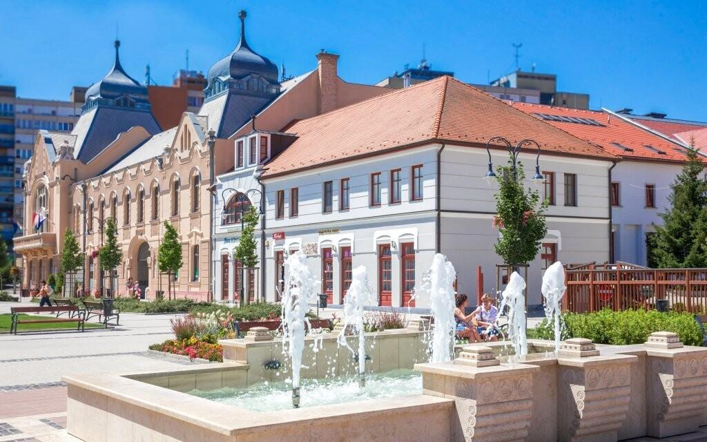Hotel stojí v klidném historickém městečku