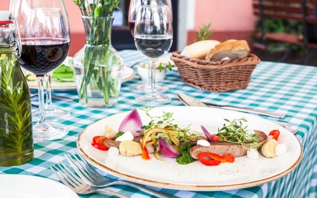 Restaurace Karczma Młyńska servíruje samé dobroty