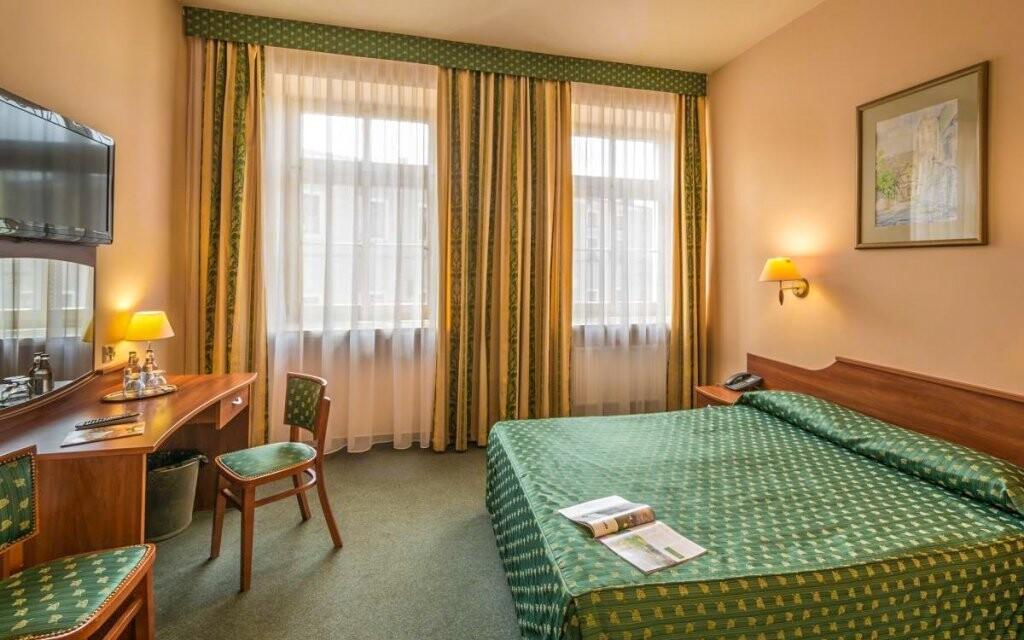 Standardní pokoje jsou elegantně zařízené
