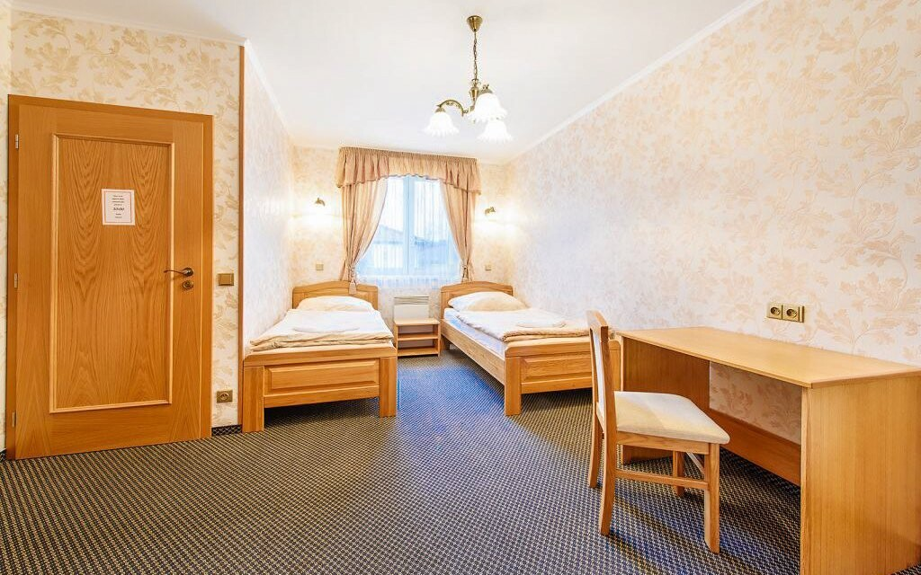Pokoje jsou komfortně zařízené a mají možnosti přistýlky