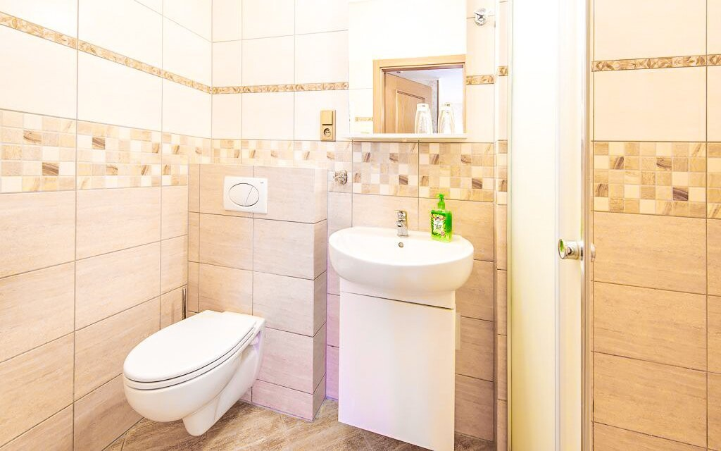 Samozrejmosťou je aj kúpeľňa