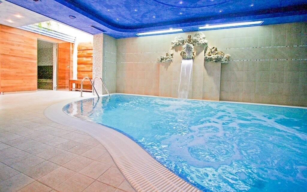 Luxusný zážitkový bazén s hydromasážou priamo v hoteli
